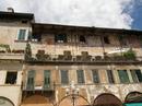 Пл. Эрбе - дом, фасад которого в 16 в. был разрисован фресками на мифологические темы