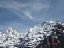 Знаменитые вершины Бернских Альп: Мёнх и Юнгфрау.