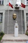 Памятник Турану Эмексизу