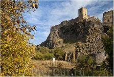 Крепость Хертвиси  — одна из самых древних и функциональных крепостей из всего грузинского феодального периода. Она расположена в южной части Грузии, в регионе Месхетия. Церковь была построена в 985 г