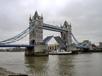Впервые увидела как разводили Tower bridge чтоб пропустить кораблик.