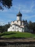 Церковь Василия на Горке - единственный сохранившийся памятник культовой архитектуры Пскова времен  расцвета вечевой республики. Удивительно трогательно ...