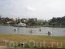 По озеру можно прокатитьсяна на  водном велосипеде в форме лебедей