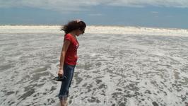 Вода холодная и очень сильна сила прибоя...