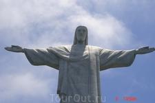 Рио-де-Жанейро. Статуя Христа Спасителя на вершине  горы Корковадо. На высоте 704 метра