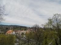 Вид на город со стороны замка, примыкающая к замку территория