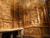 Один из приделов собора,выполнен из мрамора.