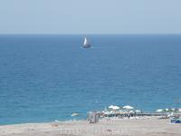 Пляж, море, парус одинокий. Вид из окна.