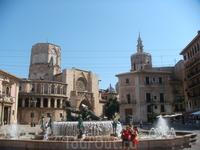 Фонтан у Кафедрального собора Валенсии.