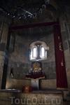 Монастырь Агарцин Художественное убранство церквей выполнено в соответствии с традициями эпохи. Дверные порталы и окна обрамлены прямоугольными или с арочным верхом наличниками, в некоторых случаях к