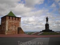 Прямоугольная, в прошлом проезжая, Георгиевская башня расположена над кручей волжского берега, около памятника В. П. Чкалову, у начала волжской лестницы ...