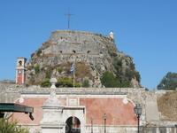 Главная достопримечательность столицы острова Керкиры - старый форт - мощнейшее защитное укрепление, построенное венецианцами в 16 веке. .