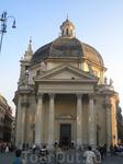 одна из двух одинаковых церквей на  Пьяцца дель Пополо!