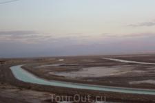 Мёртвое море. В результате обмеления, море разделилось на две части - южную и северную. Между ними прорыт канал, чтобы южная часть, на которой расположены ...