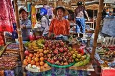 фрукты можно купить как в супермаркете, так и прямо в палатке  у дороги