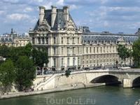 Лувр очень романтично смотрится со стороны музея Д&quotОрсэ