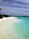 Пляж шикарный – восхитительный белый песок, теплейший лазурный океан и пологий вход в воду, что очень важно при отдыхе с детьми!