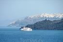 Подплываем к Санторини