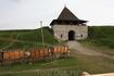 каждый год здесь проходят в начале мая рыцарские сражения