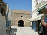 Ворота Скифа Эль Калла.    Там, в темноте, затаились торгаши!!! )))