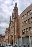 Немного в стороне от Рамбла была обнаружена вот такая церковь ордена Босоногих кармелитов, строительство которой началось в 1896 г. и закончилось очень ...