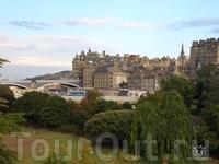 Фотографировала не я. Эдинбург. Вид на Старый город. Мне очень нравится, вот и спёрла у кого-то фото. Сорри...