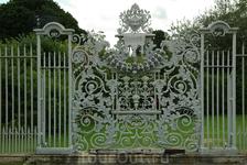 Hampton Court Palace. Решетка, похоже, на реставрации. Но все равно красивая!