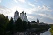 Псков, вид на Кром и Троицкий собор со стороны реки Псковы. Смеркалось...