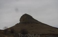Кажется эту гору называют Красный курган.