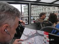 В автобусе Сити тур; изучение маршрута