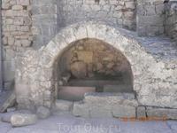 Древняя купель в церкви святого Николая