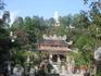 Пагода Лонг-Шон- действующая пагода, в ней проживают монахи и проходят службы