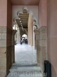 Арка портика, ведущего в Золотой зал и дворик Святой Изабель.