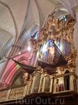 В соборе два невероятной красоты органа.