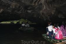Выплываем из пещеры.