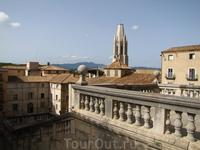 вид на церковь Sant Feliu