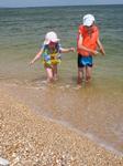 Азовское море очень теплое и ласковое, дети 3 и 7 лет его совершенно не боялись