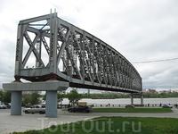 Старинный мост через Обь, ныне - памятник