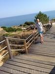 От отеля к пляжу проложен тротуар из дерева,очень стильный и удобный.
