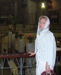 Католическая месса совершается около грота Благовещения в базилике Благовещения.