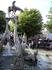 тот же фонтан, немного с другого ракурса...)