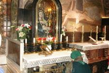 Икона Вифлиемской Божией матари.Она считается чудотворной. На иконе много золотых украшений, это благодарность от тех, кому эта икона помогла.