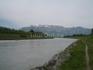 Рейн в Лихтенштейне, другой берег - Швейцария.