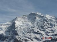 Знаменитые вершины Бернских Альп: Юнгфрау (4158 м.).
