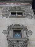Витражи и орнамент фасада театра