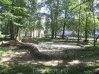 Карякинский парк. Пересохший прудик