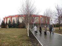 новая питьевая галерея. Расположена рядом с каким то санаторием, на окраине Ессентуков.
