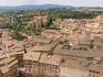 Площадь Кампо,через  проем слева  между зданиями, петляя улочками то вверх,то вниз,мы  дошли до базилики  Сан-Доменико,которую видно вдали на дальнем плане ...