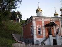Недавно восстановленная Церковь Рождества Иоанна Предтечи на Торгу (1676—1683), находится рядом с Ивановской башней Кремля (башня названа в честь церкви) ...