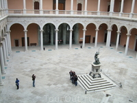 Толедо. Замок Алькасар. Внутренний дворик
